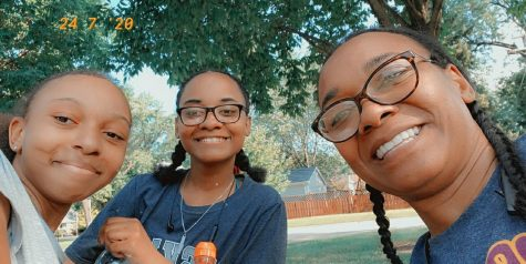 Argo student, Anaiah Davis (center), with her mom and sister.